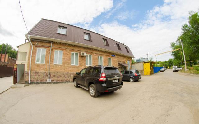 Продам двухэтажное здание с земельным участком ул. Октябрьская