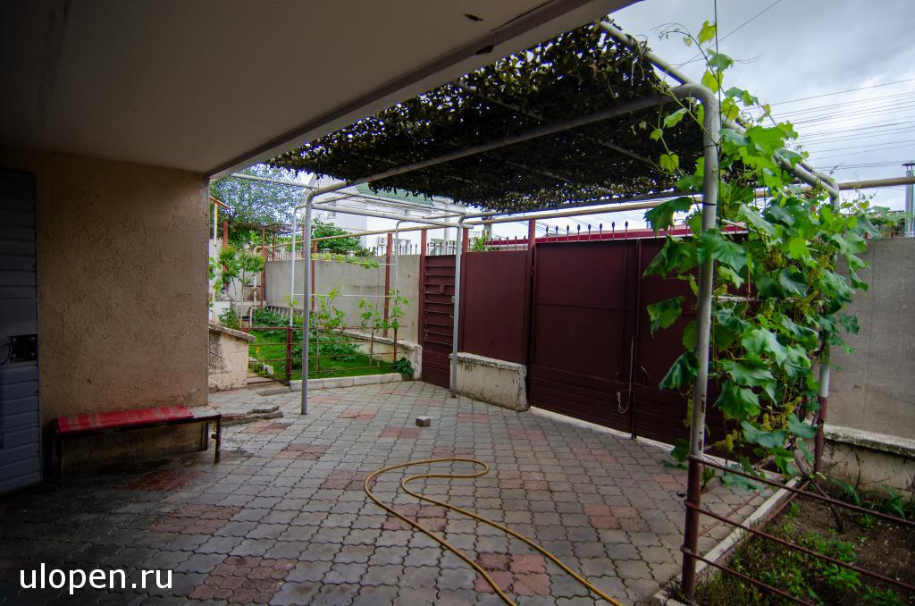 Тротуарная плитка во дворе. Продам дом, Симферополь.