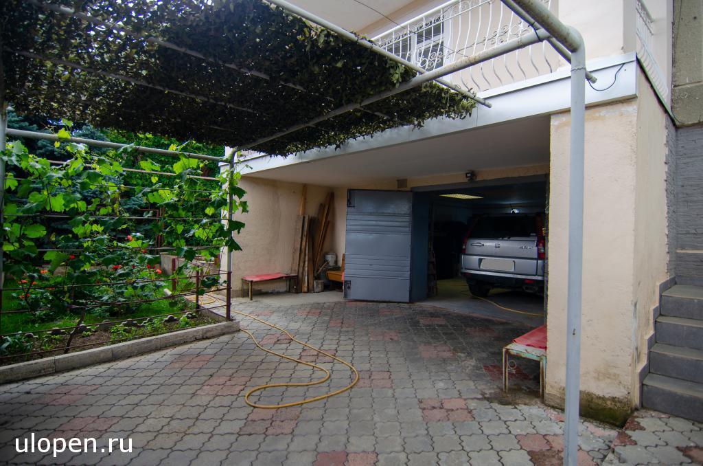 Двор, гараж в доме, продажа, Симферополь