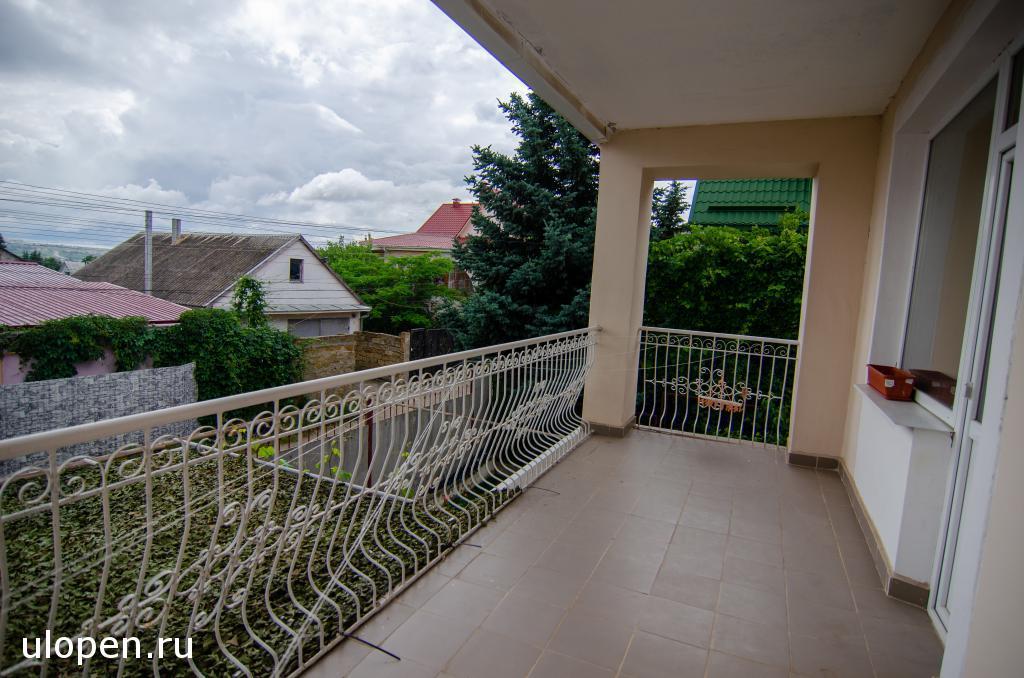Балкон на 1 этаже. Продажа дома, Симферополь.